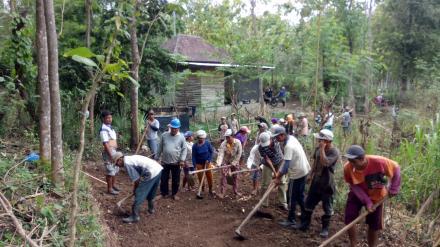 Kegiatan Pembukaan Jalan Baru Dalam Progaram PKT  Desa Tukadsumaga