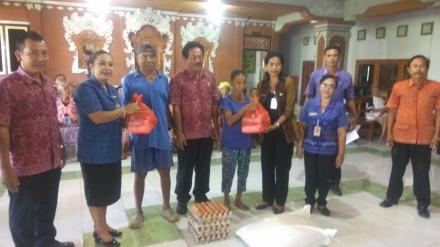 Penyerahan Bantuan Sembako Dari dinas sosial provi